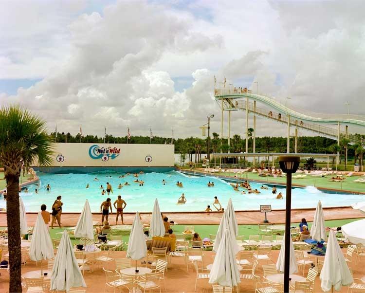 Joel Sternfeld: Wet 'n Wild Aquatic Theme Park, Orlando, Florida, September 1980, aus der Serie:American Prospects