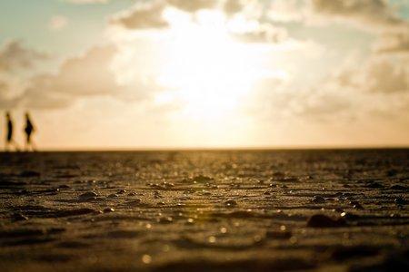 Meeresbild: Menschen am Strand
