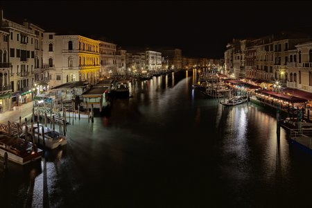 Venedig bei Nacht: Der Canale in \