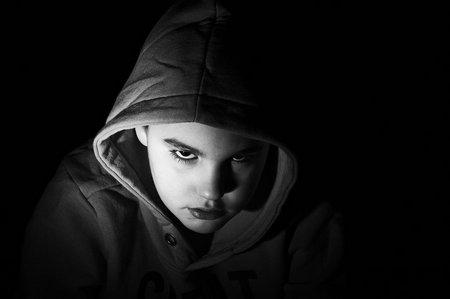 Schwarzweiß-Porträt: Das Teufelskind