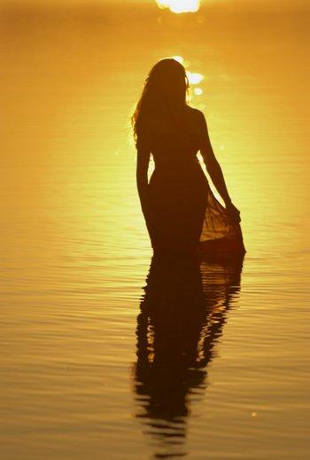 Badende Frau: Pose und Schärfe