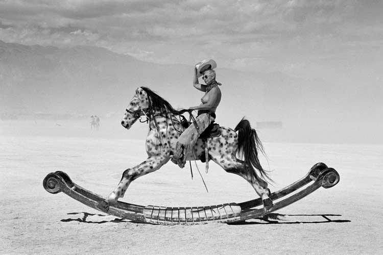 Peikwen Cheng: Traumwelten in der Wüste