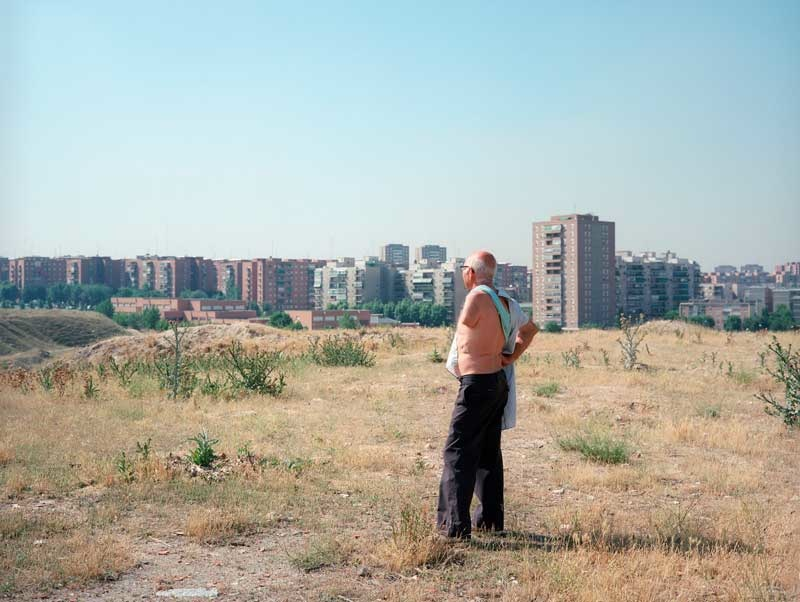 Paul Graham: One Armed Man, Madrid, 1988 Diptych, from the series New Europe © Paul Graham