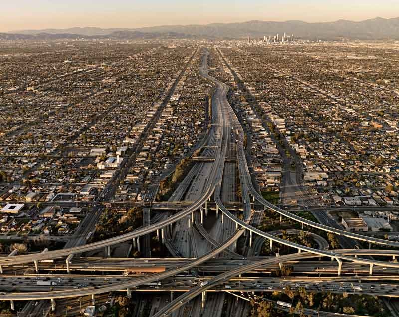Edward Burtynsky: Highway #5 . Los Angeles, California, USA. 2009 © Edward Burtynsky . Courtesy Nicholas Metivier, Toronto . Stefan Röpke, Köln