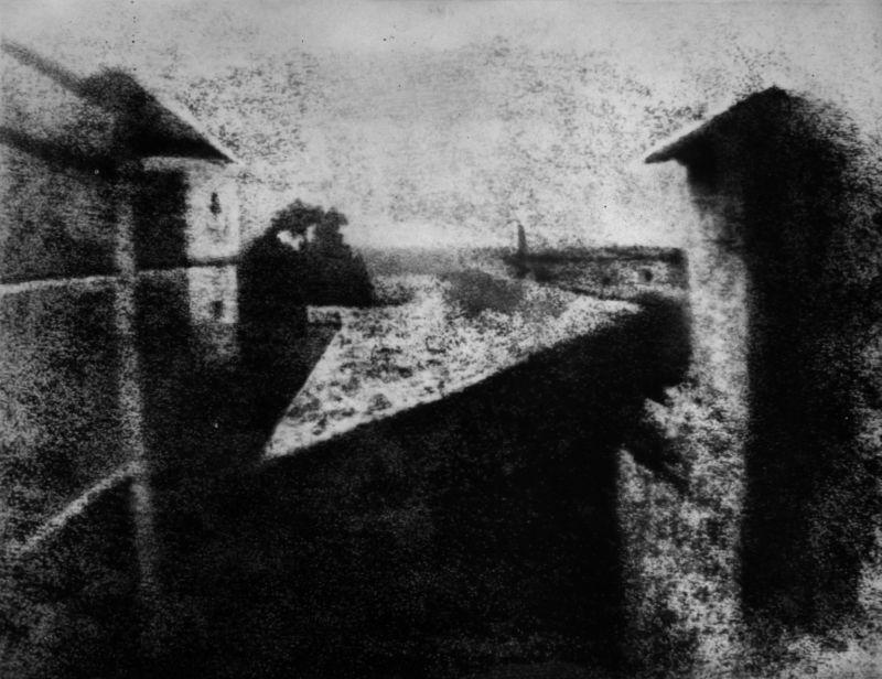 Blick aus dem Fenster in Le Gras, Joseph Nicéphore Niépce, 1826