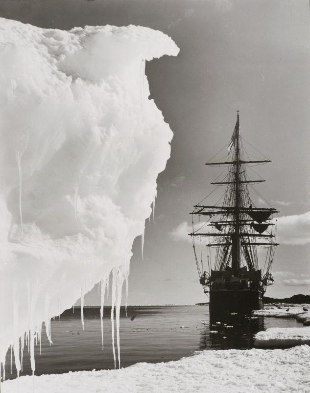 Die Terra Nova an der Packeisgrenze, Herbert George Ponting, 1910