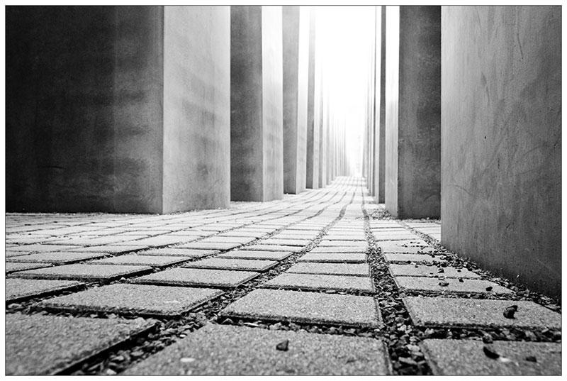 Holocaust Denkmal in Schwarzweiß: Standpunkt und Perspektive
