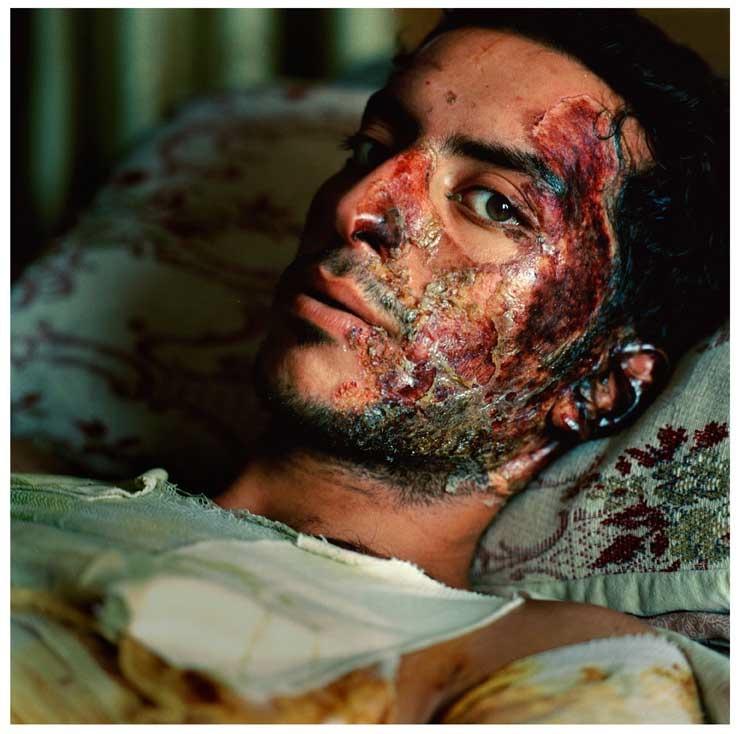 Adam Nadel: Ali Khalil Thejeil  Porter, 22 years old, Baghdad, Iraque 2005