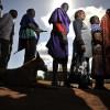 Schlange vor einem Wahllokal in Kenia (AP Photo/Riccardo Gangale)