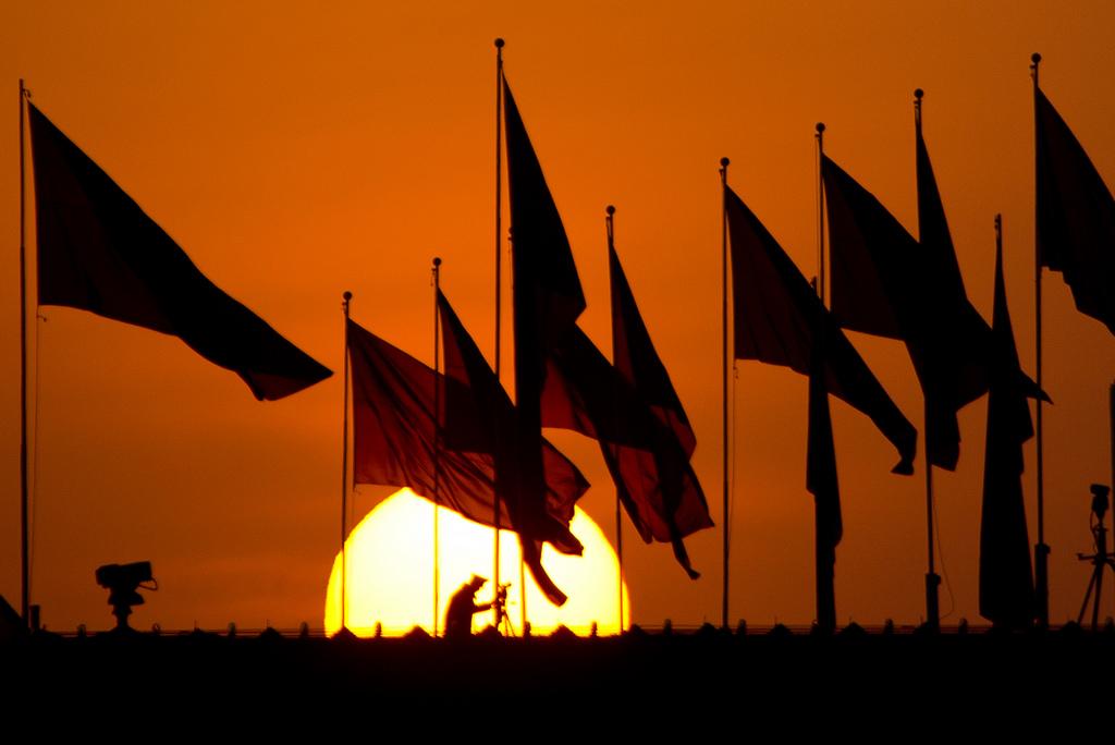 Sonnenuntergang über dem Tiananmen-Platz vor der Eröffnung des Volkskongresses in Peking  (AP Photo/Andy Wong)