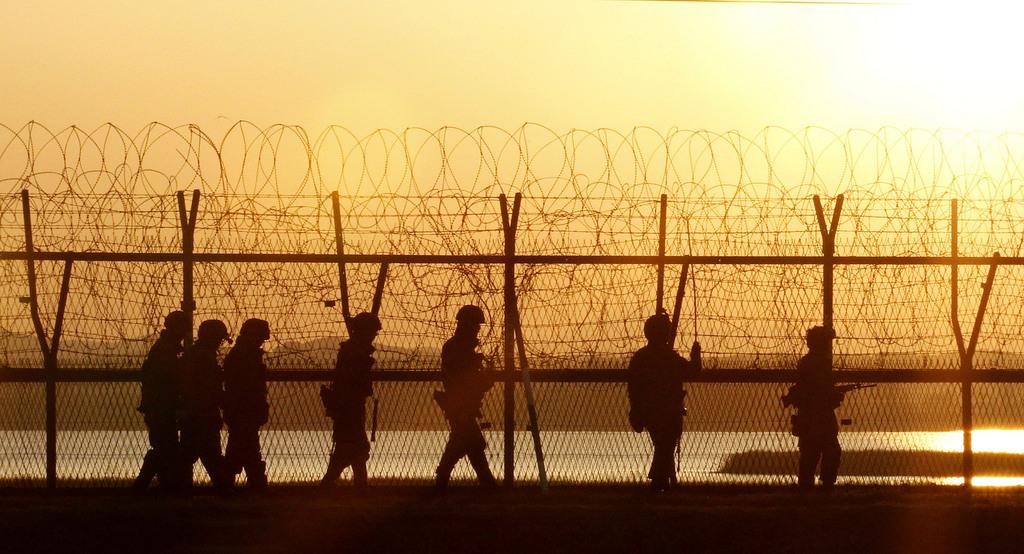 Südkoreanische Soldate auf Grenzkontrolle, Paju, Südkorea (AP Photo/Ahn Young-joon)