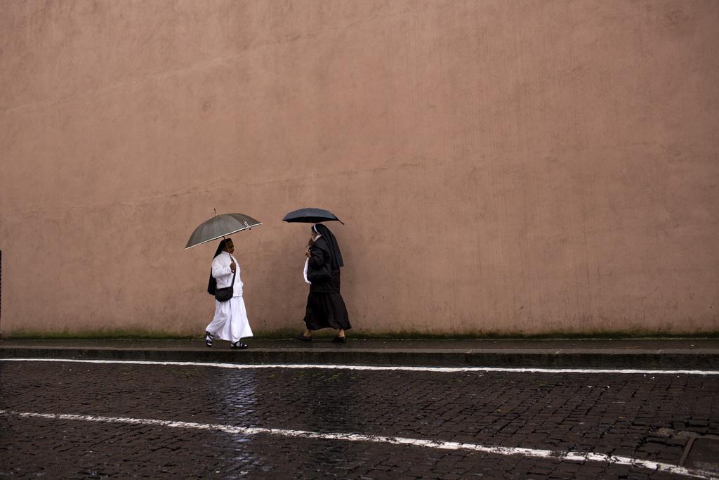 Schwarz - Weiß im Vatikan (Keystone/AP Photo/Emilio Morenatti)