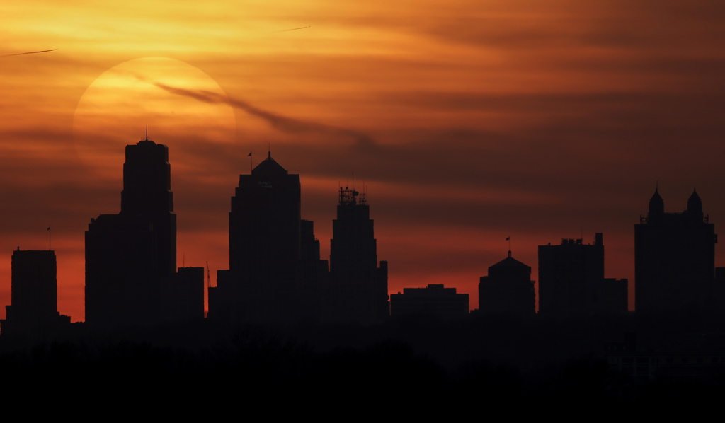 Sonnenuntergang über Kansas City, USA (Keystone/AP Photo/Charlie Riedel)