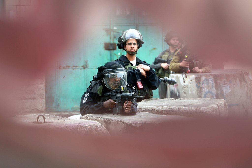 Israelische Grenzpolizisten in Hebron, West Bank (Keystone/EPA/Abed Al Hashlamoun)