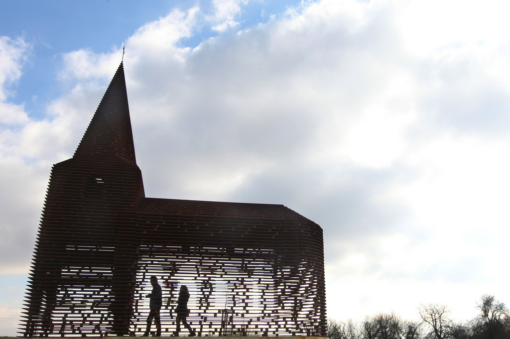 Eine durchsichtige Kirche in Borgloon nahe Brüssel Belgien (AP Photo/Yves Logghe, file)