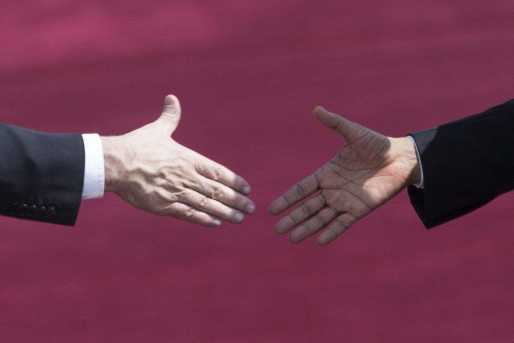 Händedruck zwischen  Benjamin Netanyahu und Barack Obama in Tel Aviv, Israel (Keystone/EPA/Oliver Weiken)