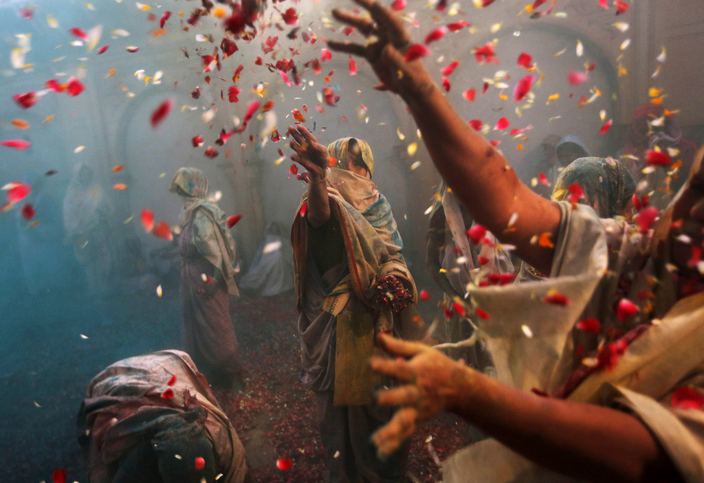 Das farbenprächtige Holi Fest in Bangalore, Indien (Keystone/AP Photo/Kevin Frayer)