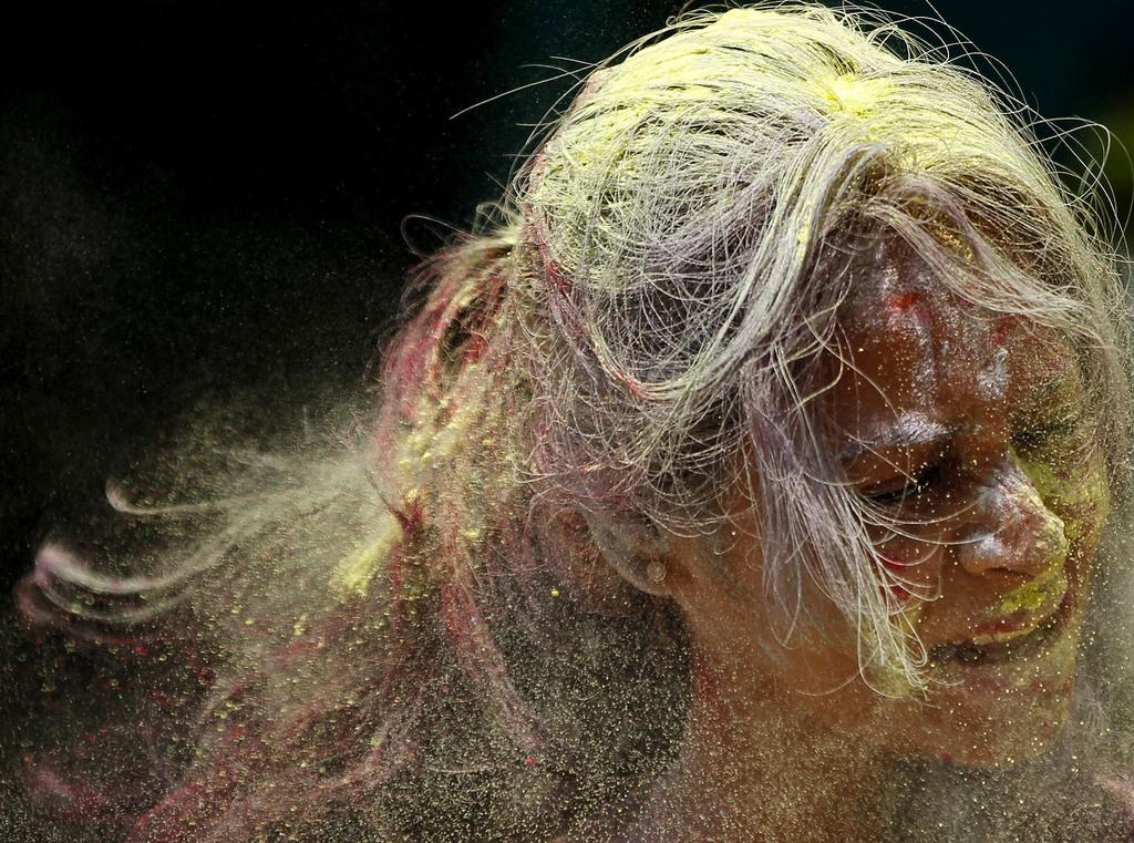 Das farbenprächtige Holi Fest in Bangalore, Indien (Keystone/AP Photo/Rajanish Kakade)