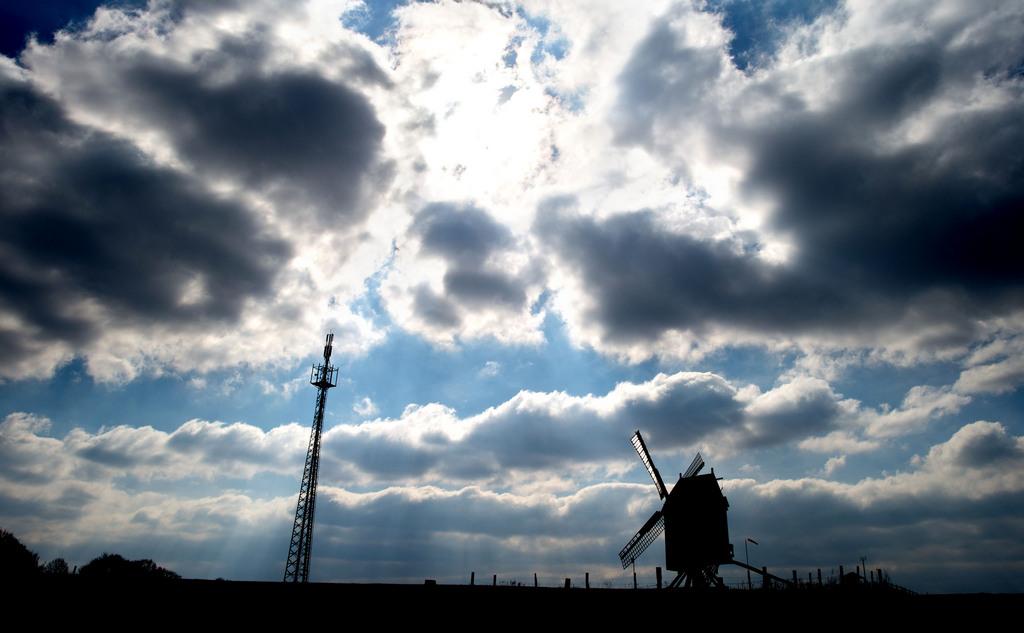 Wolken über Burgwedel, Deutschland (Keystone/AP Photo/dap, Julian Stratenschulte)