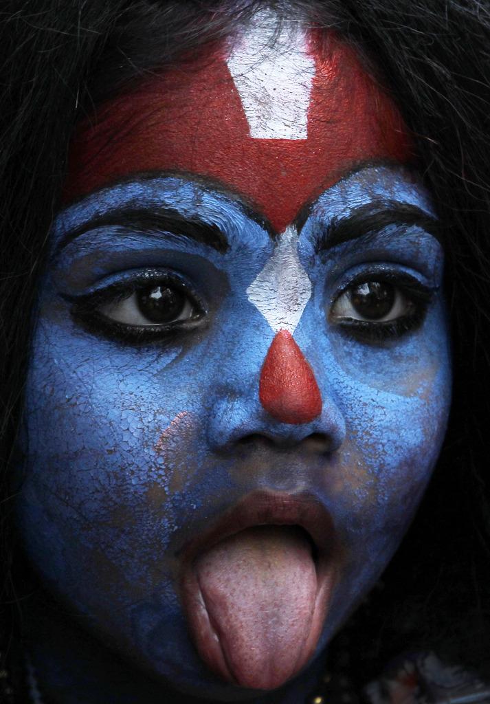 Junges Mädchen als Göttin «Kali» in Mumbai, Indien (Keystone/AP Photo/Rajanish Kakade)