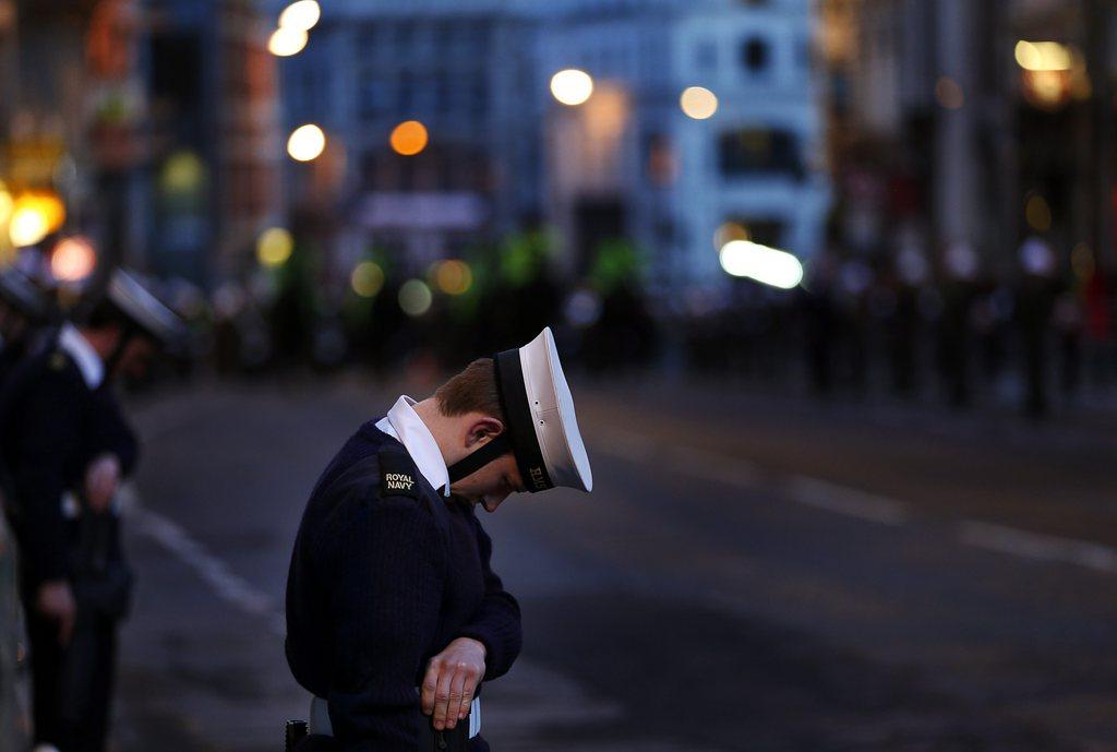 Marinesoldat am frühen Morgen bei den Begräbnisfeierlichkeiten für Margret Thatcher EPA/KERIM OKTEN