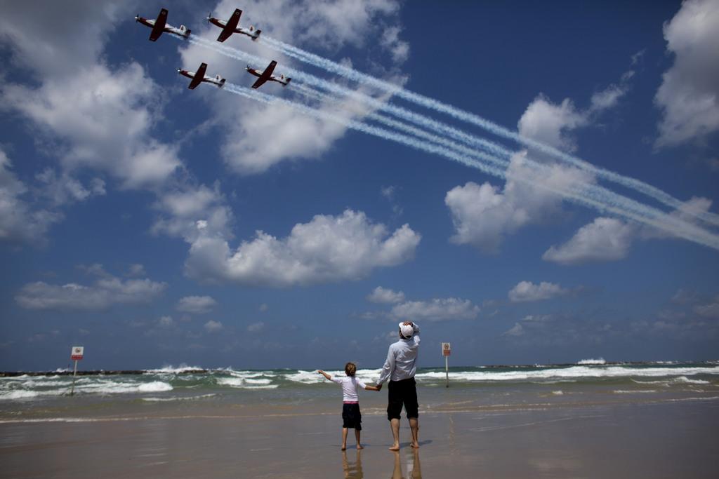 Flugschau zum Unabhängigkeitstag in Israel, Tel Aviv  (AP Photo/Dusan Vranic)