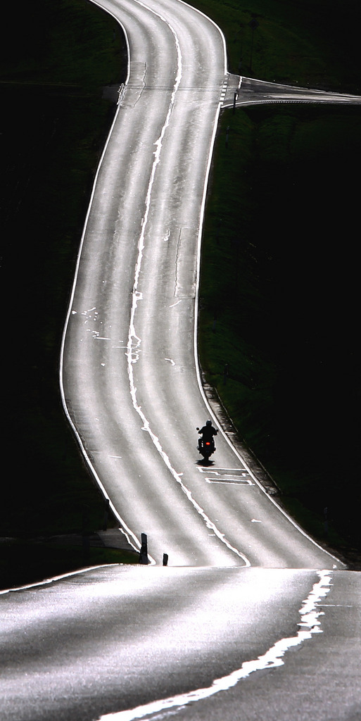 Motorradfahren im Frühling in Remlingen, Deutschland (Keystone/AP Photo/Karl-Joseph Hildenbrand)