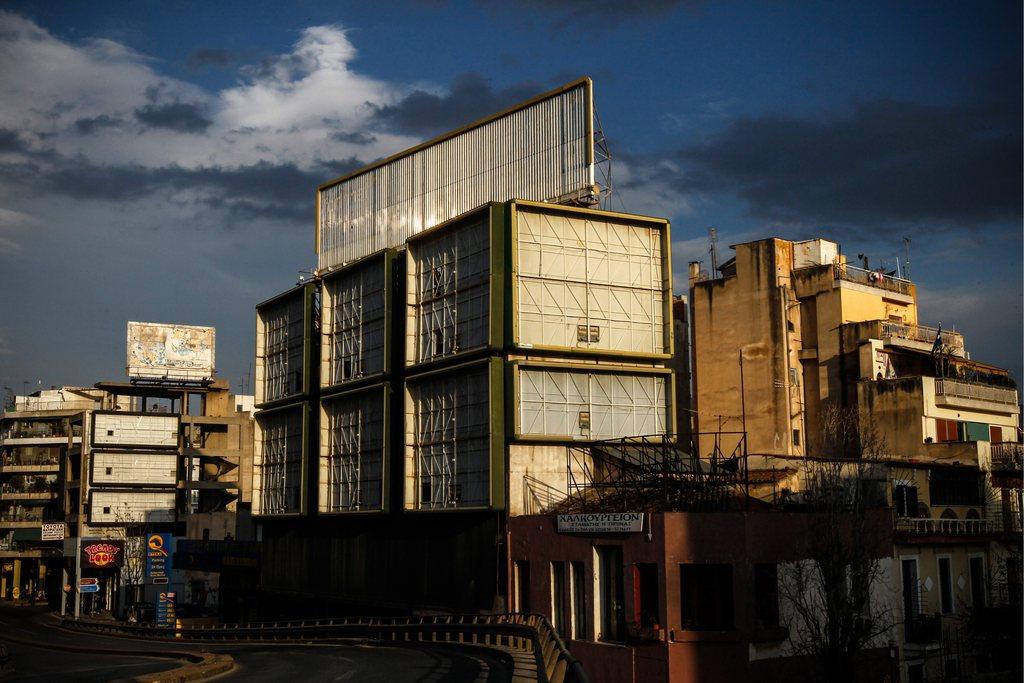 Eine journalistische Projektarbeit: leere Plakatwände rund um Athen symbolisieren die griechische Wirtschaftskrise EPA/ORESTIS PANAGIOTOU