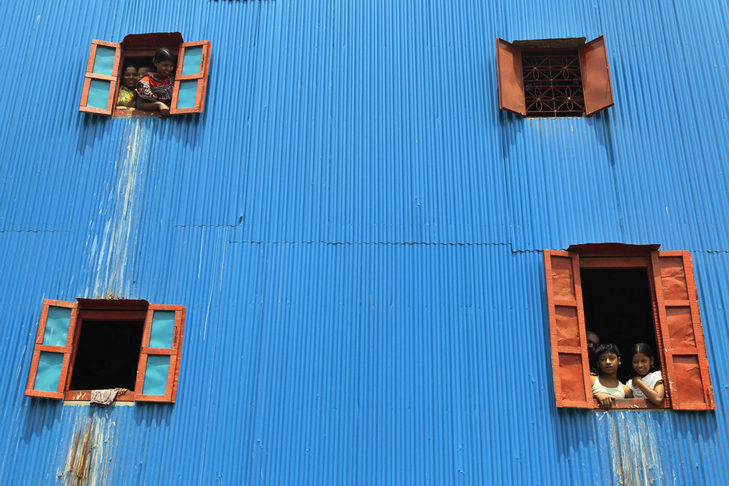 Fenstergucker in Dhaka, Bangladesh (AP Photo/A.M. Ahad)