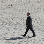 Ein einsamer Francois Hollande in Paris, Frankreich (Keystone/AP Photo/Christophe Ena)