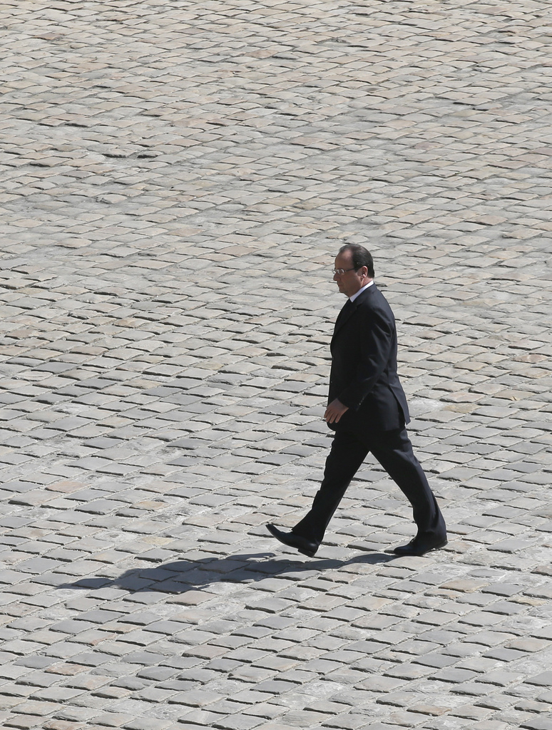Ein einsamer Francois Hollande in Paris, Frankreich (Keystone/AP Photo/Christophe Ena)