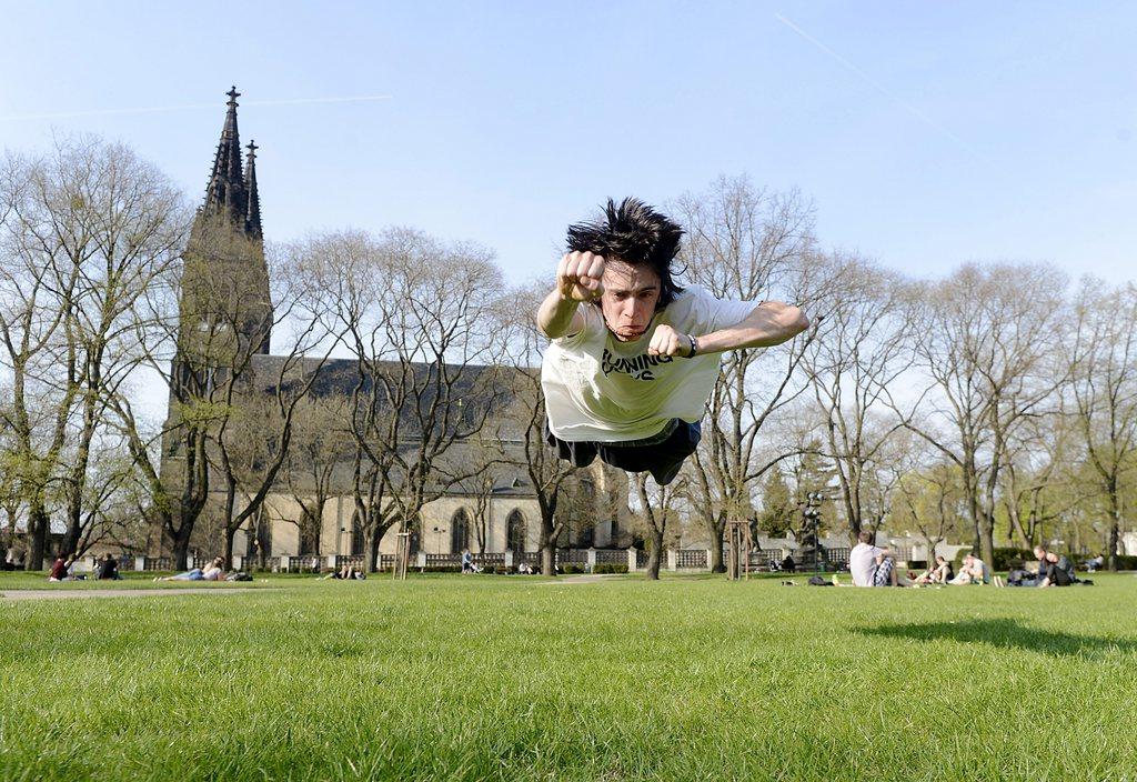 Parkour-Sportler in Prag, Tschechien (Keystone/EPA/Filip Singer)
