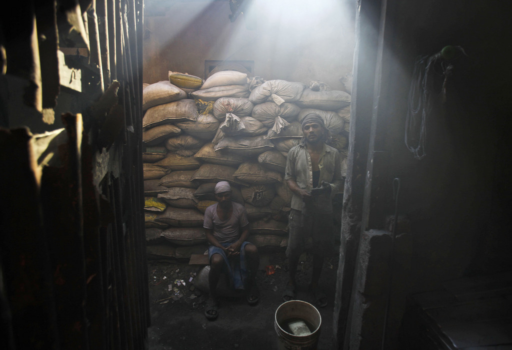 Arbeiter in Mumbai, Indien (Keystone/AP Photo/Rafiq Maqbool)