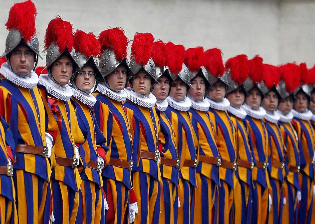 Schweizergarde im Vatikan EPA/ALESSANDRO DI MEO
