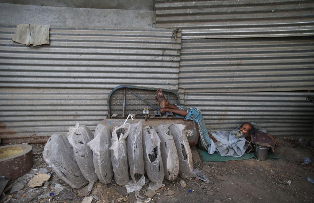 Schläfer an einem heißen Tag, Neu Delhi, Indien (AP Photo/ Saurabh Das)