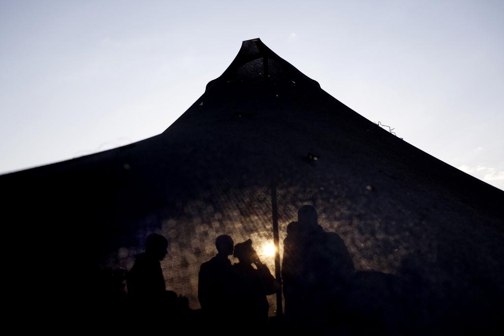 Israelische Soldaten in ihrem Zelt am frühen Morgen, Golan-Höhen (AP Photo/Ariel Schalit)