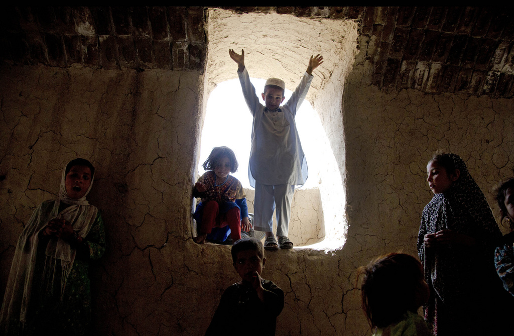 Spielende Kinder in den Vororten von Kandahar, Afghanistan (Keystone/AP Photo/Anja Niedringhaus)