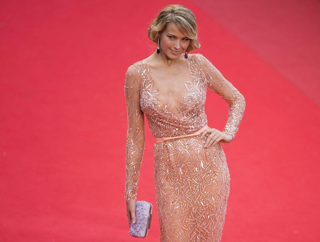 Der verschmitzte Blick von Petra Nemcova in Cannes, Frankreich (Keystone/EPA/Ian Langsdon)