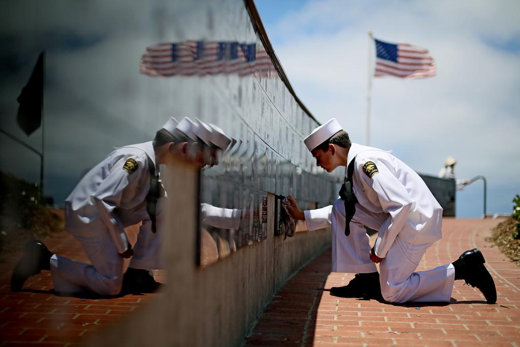 Denkmalreinigung am Nationalen Gedenktag, La Jolla, Calif.  USA (AP Photo/Sandy Huffaker)