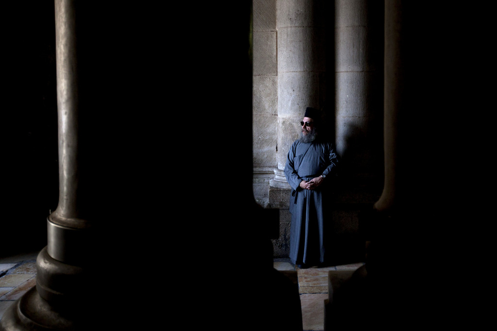 Ein christlicher Priester in Jerusalem (Keystone/AP Photo/Sebastian Scheiner)
