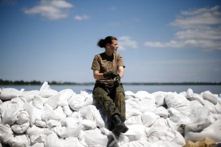 Soldatin im Hochwassergebiet von Bitterfeld, Deutschland (Keystone/AP Photo/Markus Schreiber)