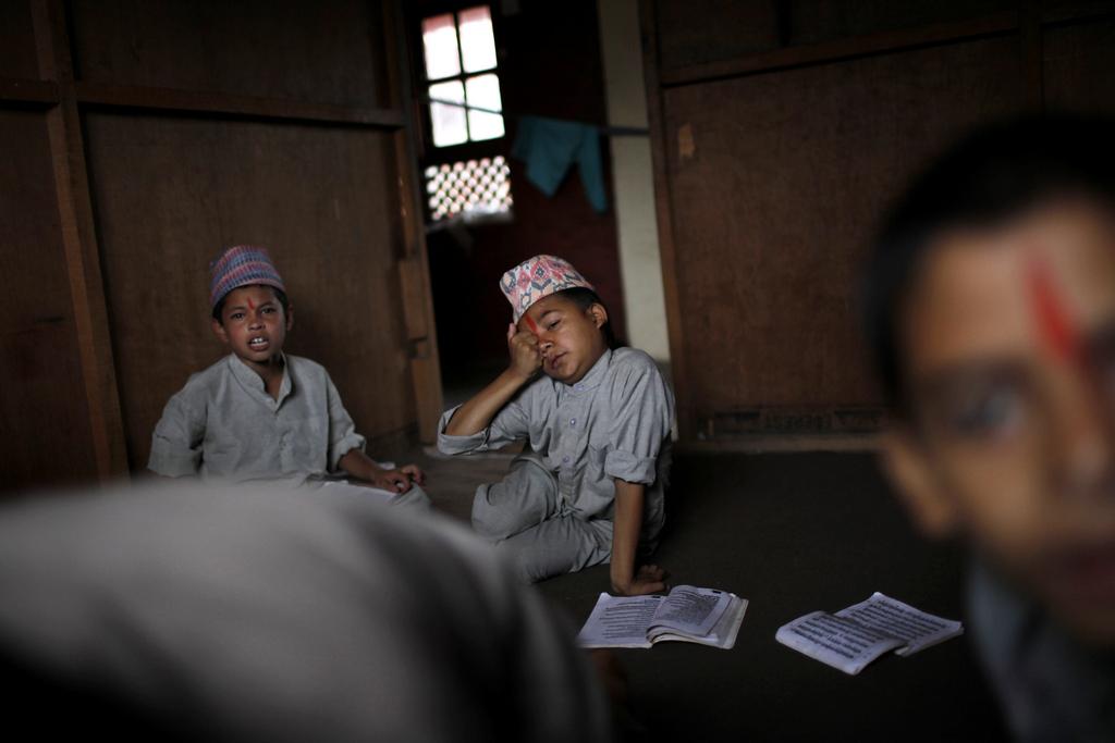 Schüler in einem buddhistischen Ashram in Kathmandu, Nepal (AP Photo/Niranjan Shrestha)