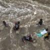 Spielende Kinder in einer überfluteten Straße, Mumbai Indien EPA/DIVYAKANT SOLANKI