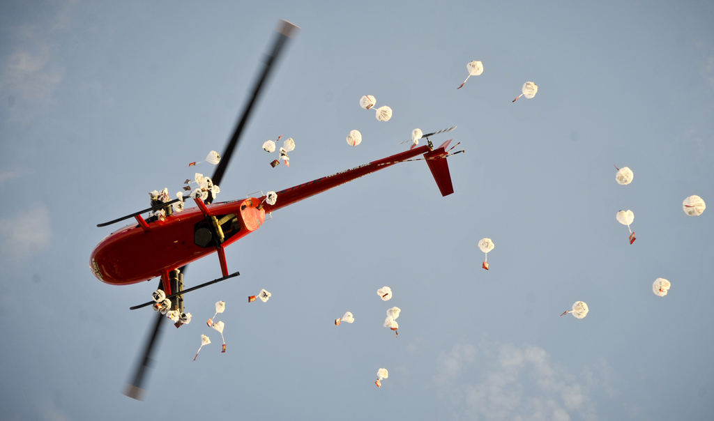 Geschenke aus dem Helikopter zum National Jerky Day (Keystone/AP Images/Dave Weaver)