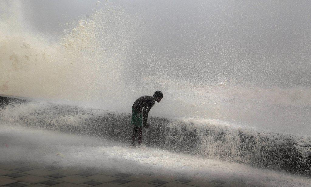 Sturm in Mumbai, Indien (Keystone/EPA/Divyakant Solanki)