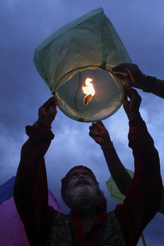 Ein Zeichen für den Weltfrieden in Gauhati, Indien (Keystone/AP Photo/Anupam Nath)