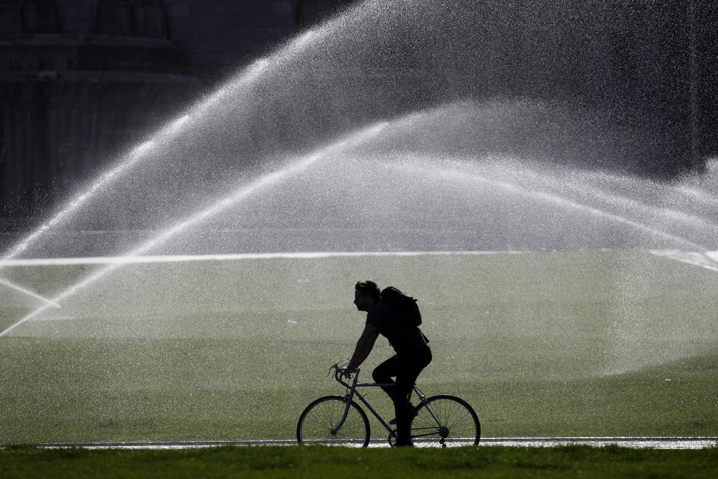Radfahrer in einem öffentlichen Park in Lissabon, Portugal (Keystone/AP Photo/Francisco Seco)