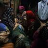 Trauer bei einer Beerdigung im Süden Kaschmirs Indien (AP Photo/Mukhtar Khan)