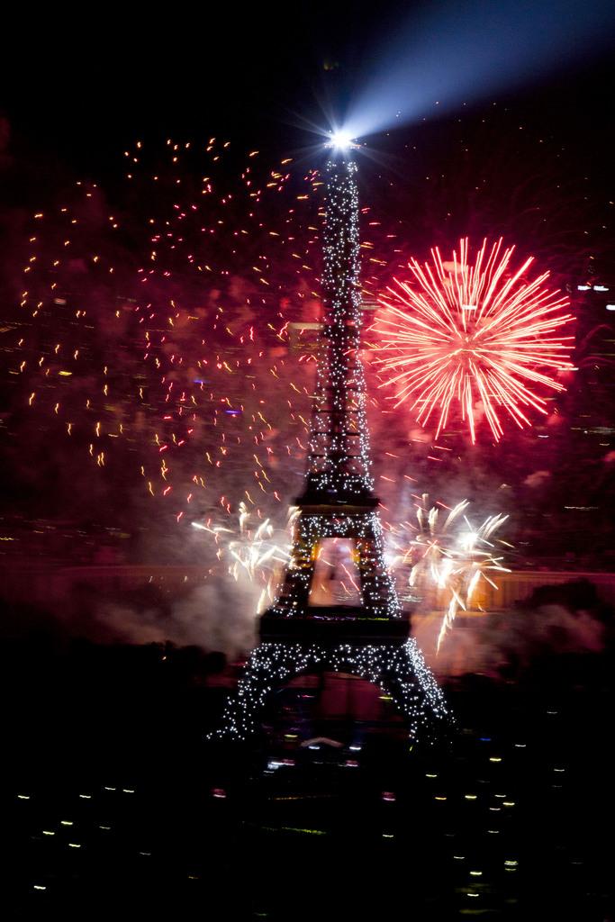 Feuerwerk zum französischen Nationalfeiertag, Paris (AP Photo/Thibault Camus)