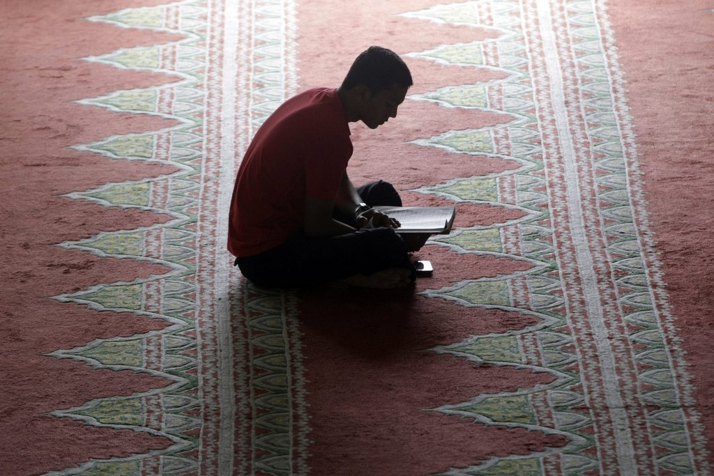 Koran-Leser in einer Moschee in Banda Aceh, Indonesien EPA/HOTLI SIMANJUNTAK